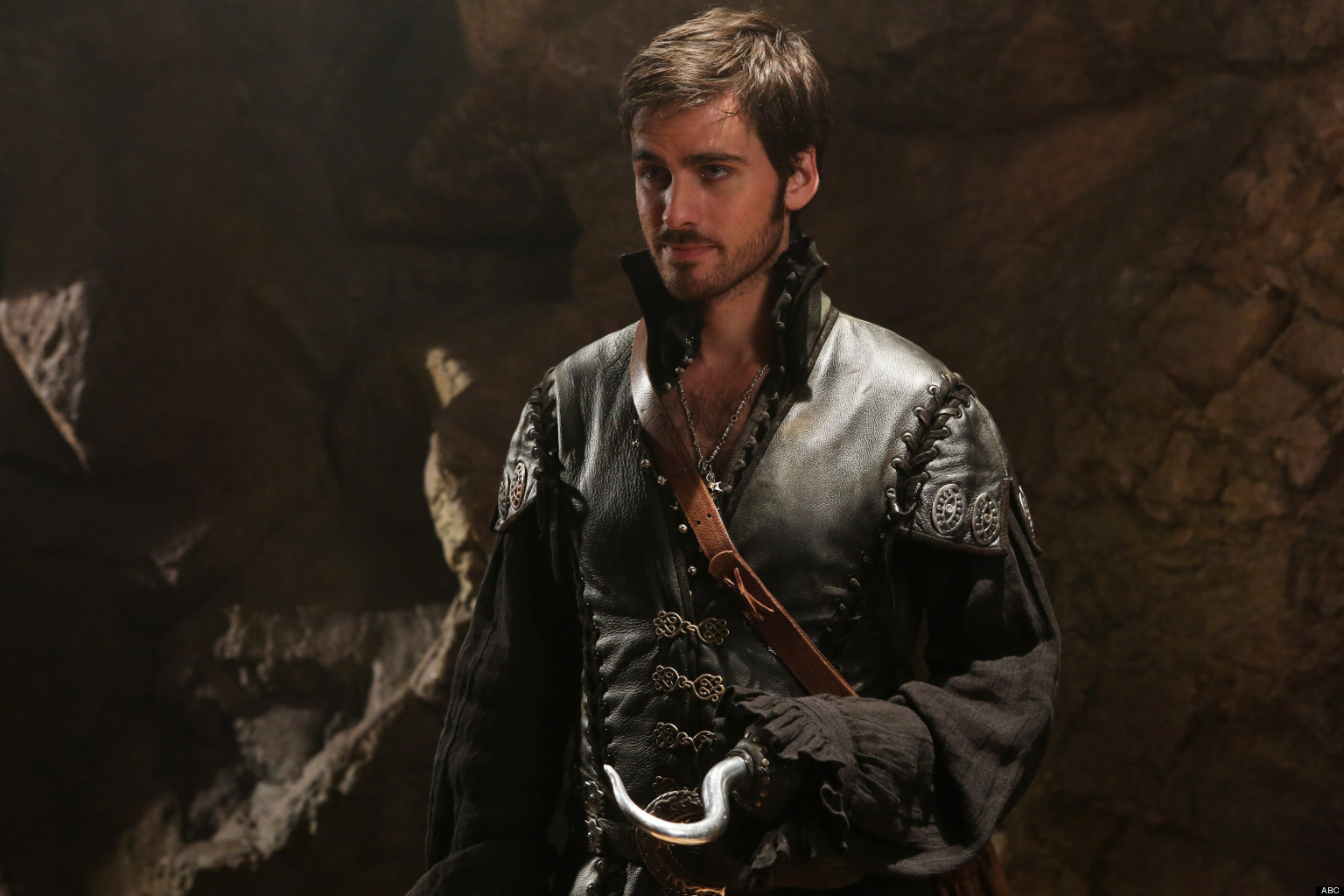 once upon a time 4x03 hook Rocky road is the 69th episode of once upon a time the author of the fairytale book is, while mary margaret is having trouble balancing her duties as leader of storybrooke and mother to young prince neal, and hook begins to suspect that mr gold is still in control of the dagger that calls upon him to be the dark one.