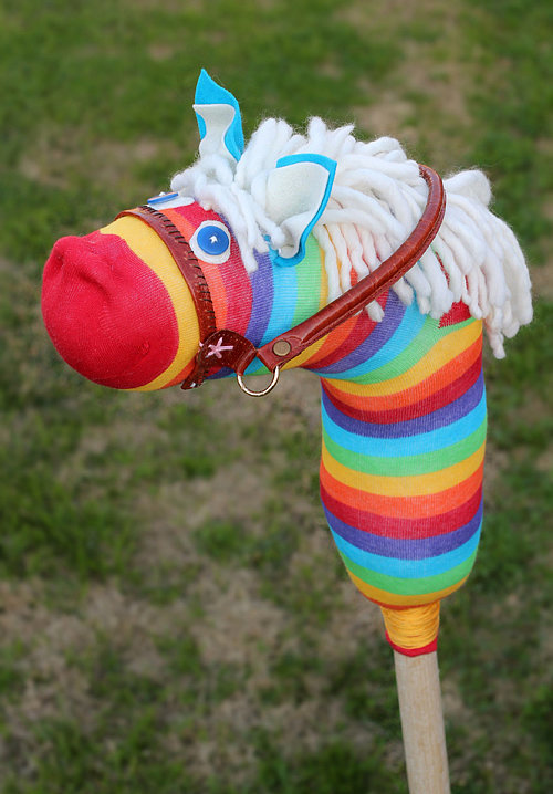 Sock horse things you can make with 1 lonely sock for Things you can make with horseshoes