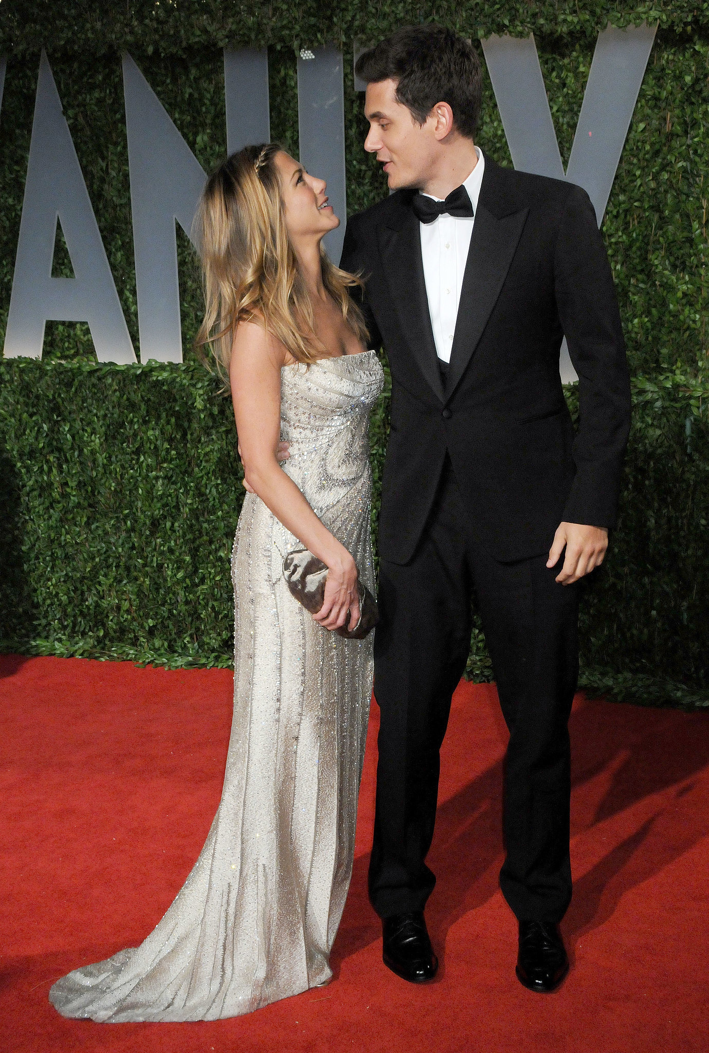Jennifer Aniston was a welcome addition to the 2009 show, to which she brought then-boyfriend John Mayer as her date.
