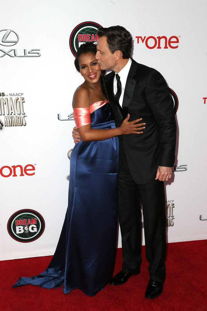 Pregnant Scandal star Kerry Washington got a sweet kiss from her costar Tony Goldwyn at the NAACP Image Awards.