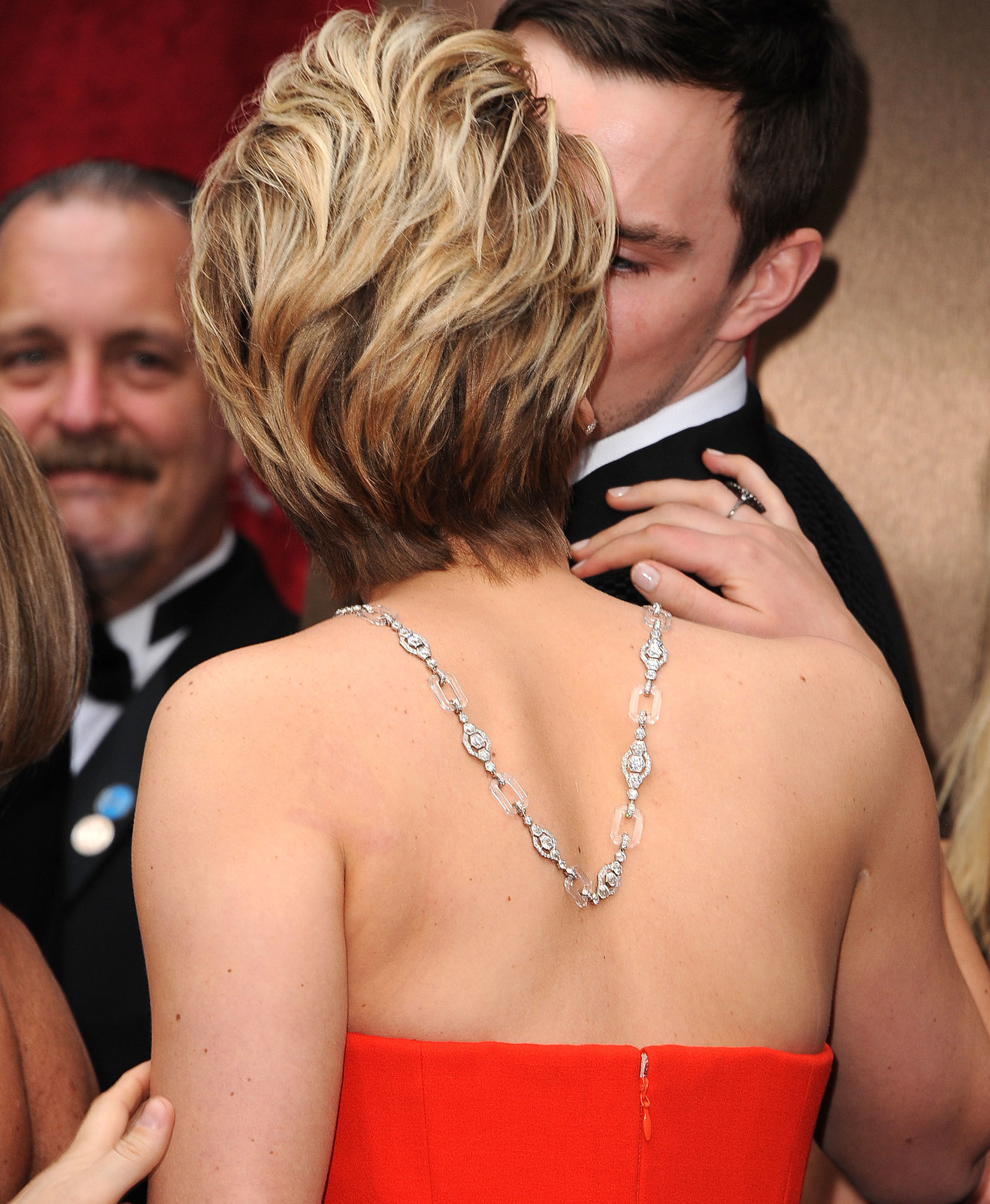 Jennifer Lawrence snuck in a kiss with boyfriend Nicholas Hoult on the Oscars red carpet.
