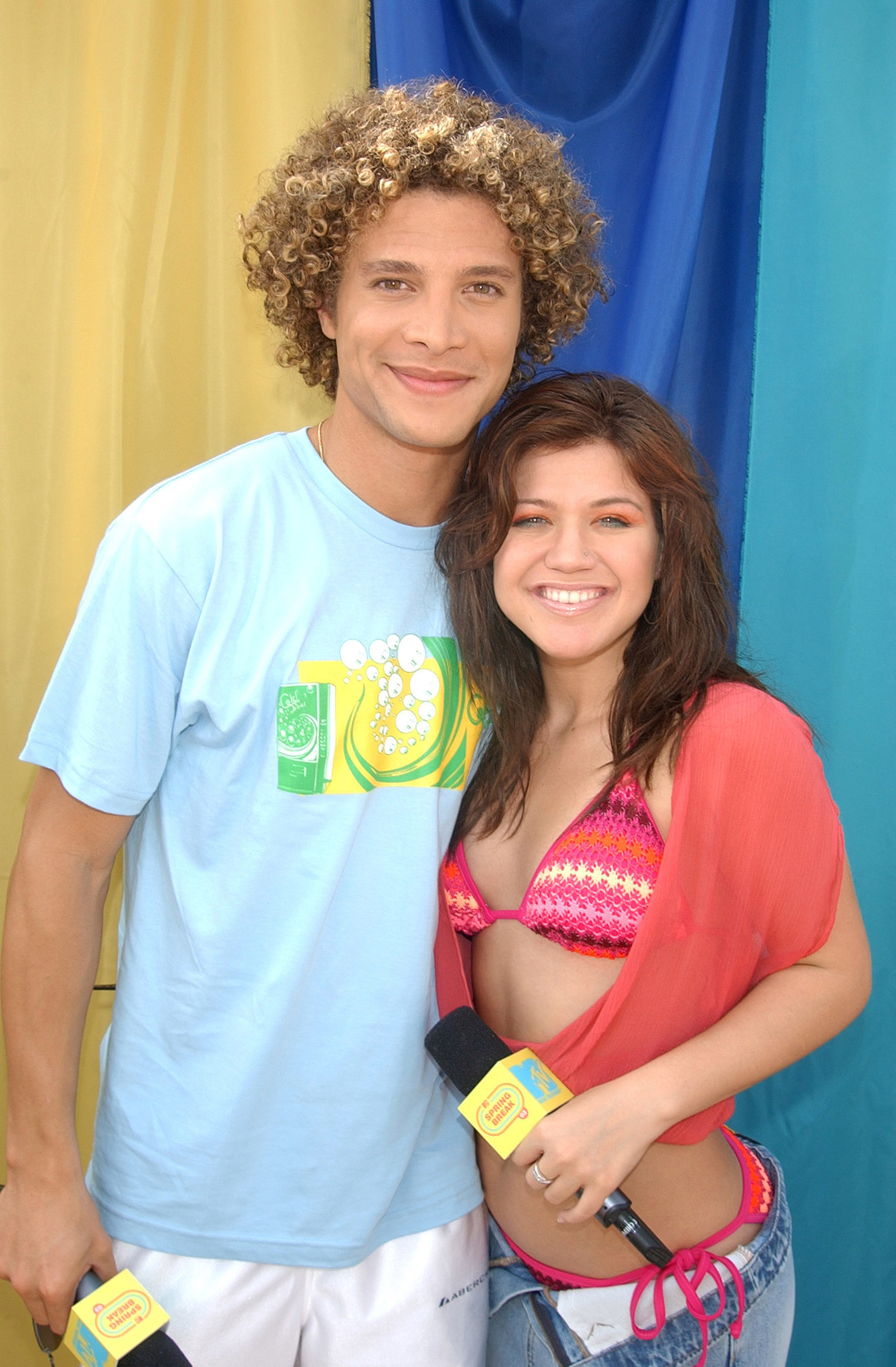 2003: American Idol finalists Justin Guarini and Kelly Clarkson perform in Miami.