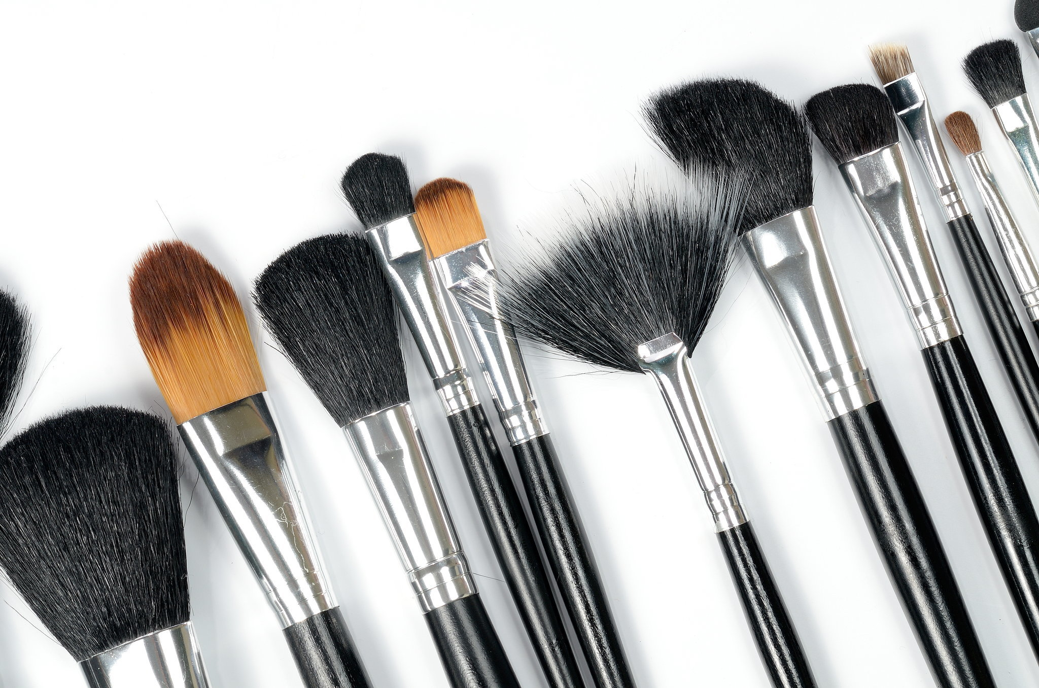 Makeup Brush Cleaner : 21 Unexpected Beauty Uses For Coconut Oil ...