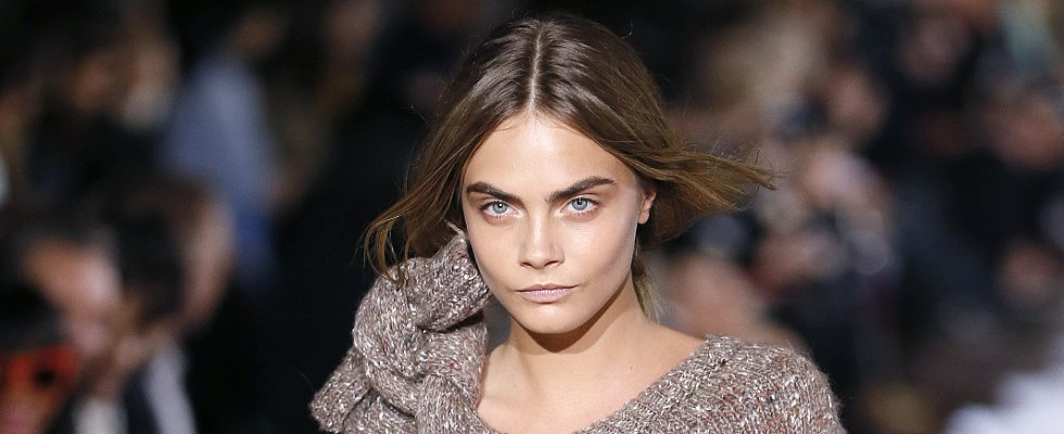 Laugh Your Bum Off at Cara Delevingne's Vibrating Mascara Spoof
