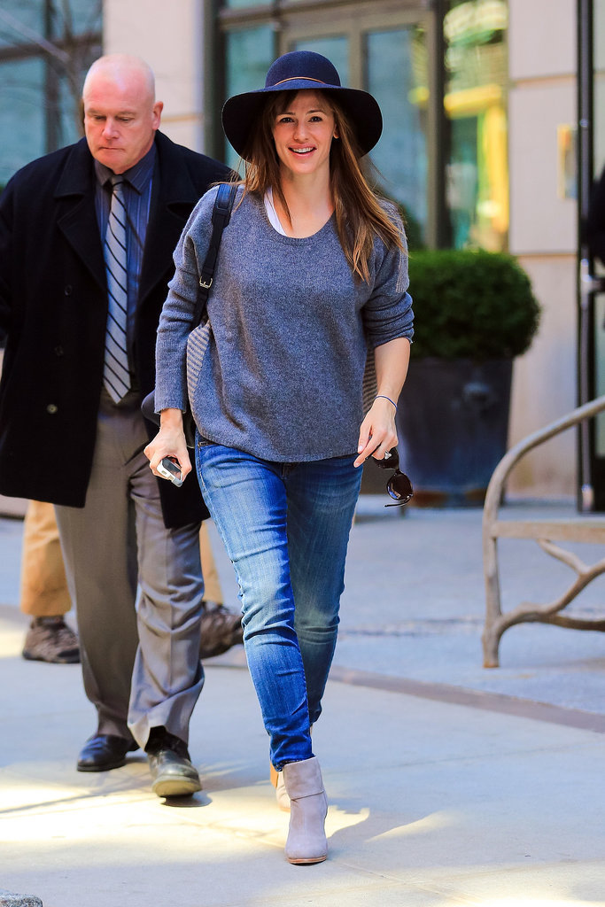 On Thursday, Jennifer Garner flashed a smile while running errands in NYC.