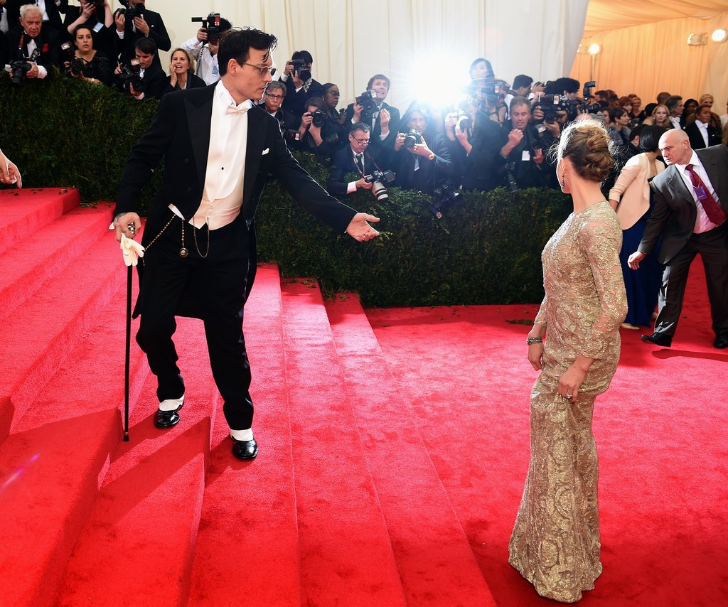 Johnny Depp lent a hand to Amber Heard as they headed up the stairs.