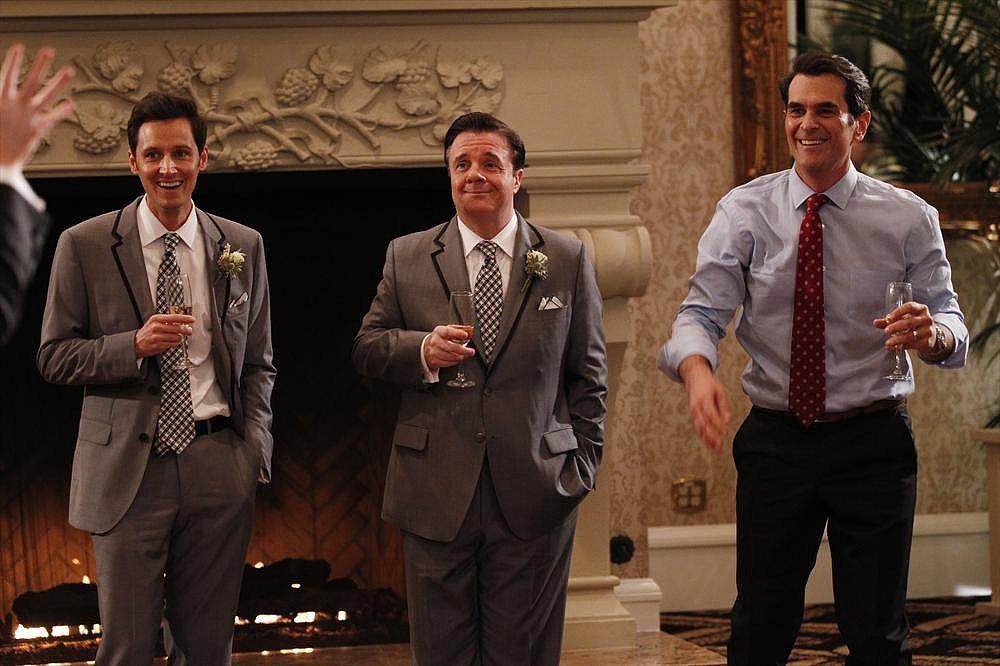 The gentlemen enjoy a drink.