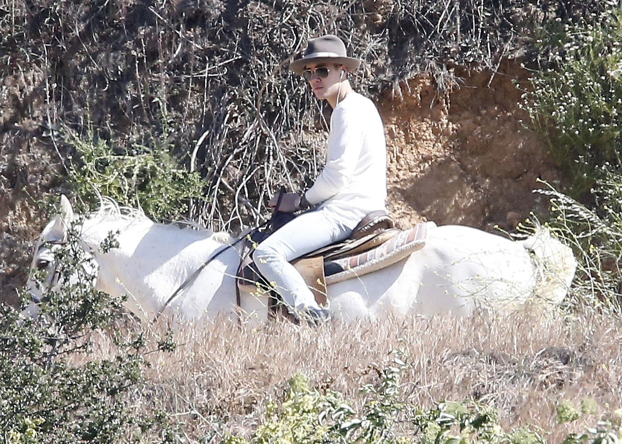 Justin Bieber Goes For a Shirtless Horseback Ride