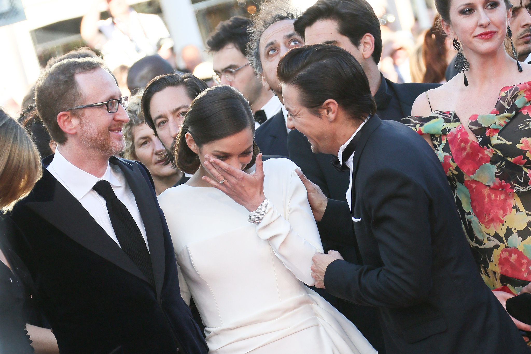 Marion Cotillard got emotional during the 2013 red carpet premiere of The Immigrant; her costar, Jeremy Renner, helped her compose herself.