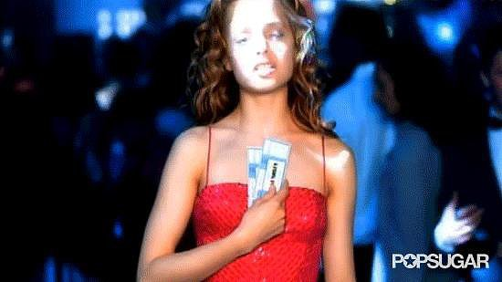 Who Is in Love With a Hot Chick, Played by Mena Suvari