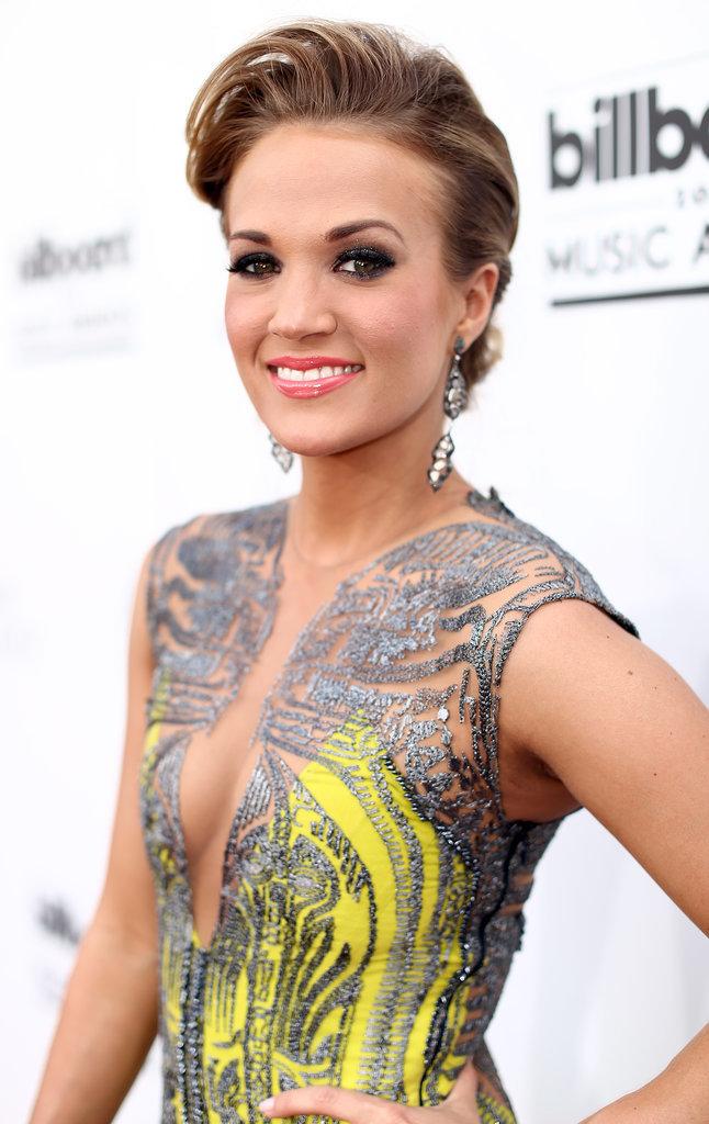 Carrie underwood side boob