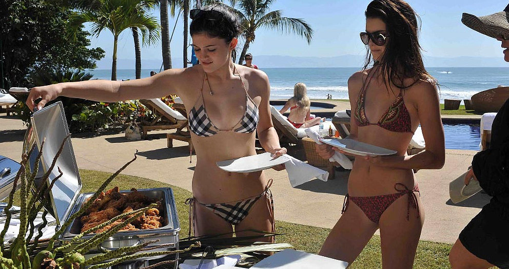 Kendall and Kylie grabbed food from a buffet.  Source: Casa Aramara