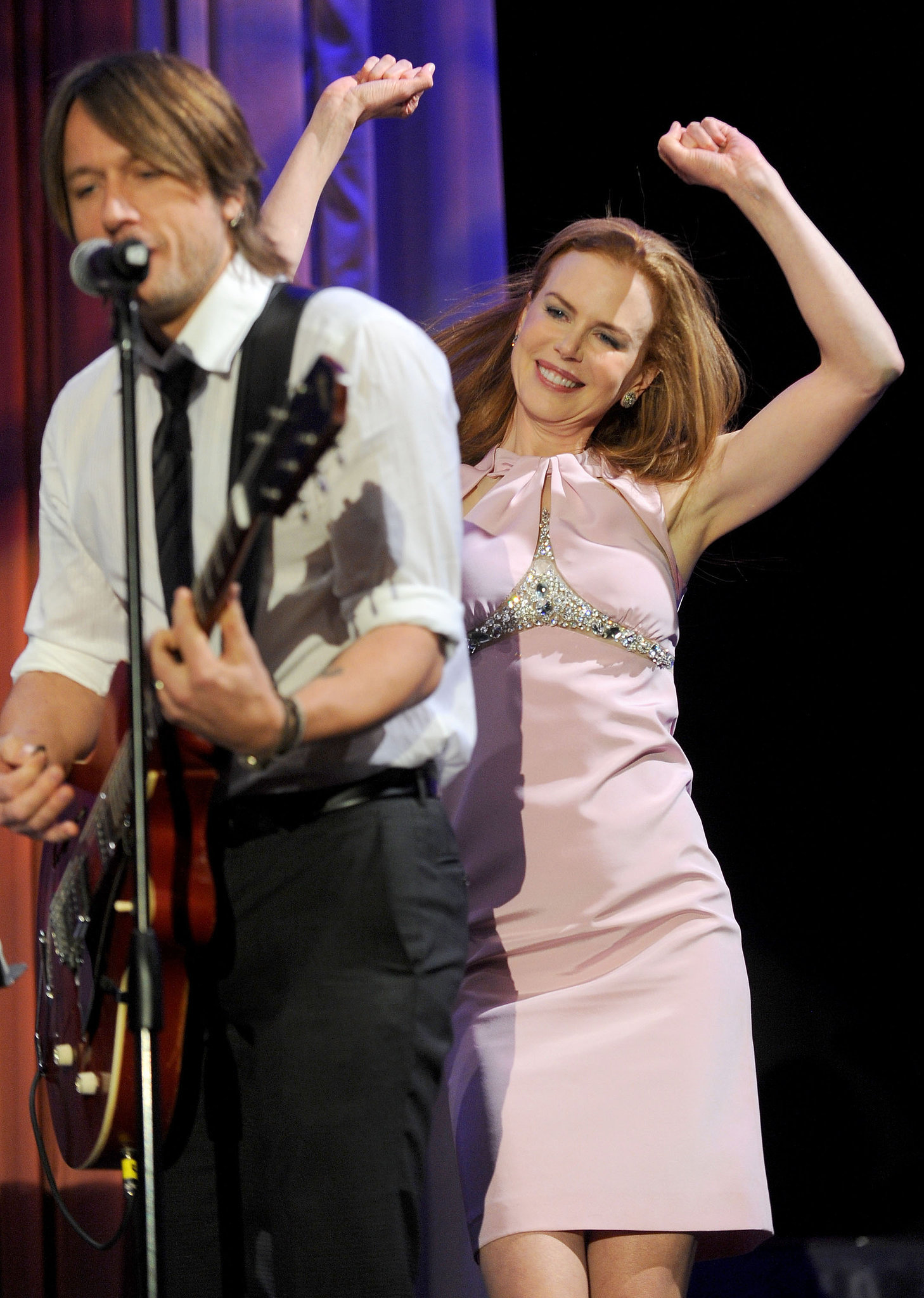 Nicole rocked out behind Keith in January 2010 at the G'Day USA gala in Hollywood.
