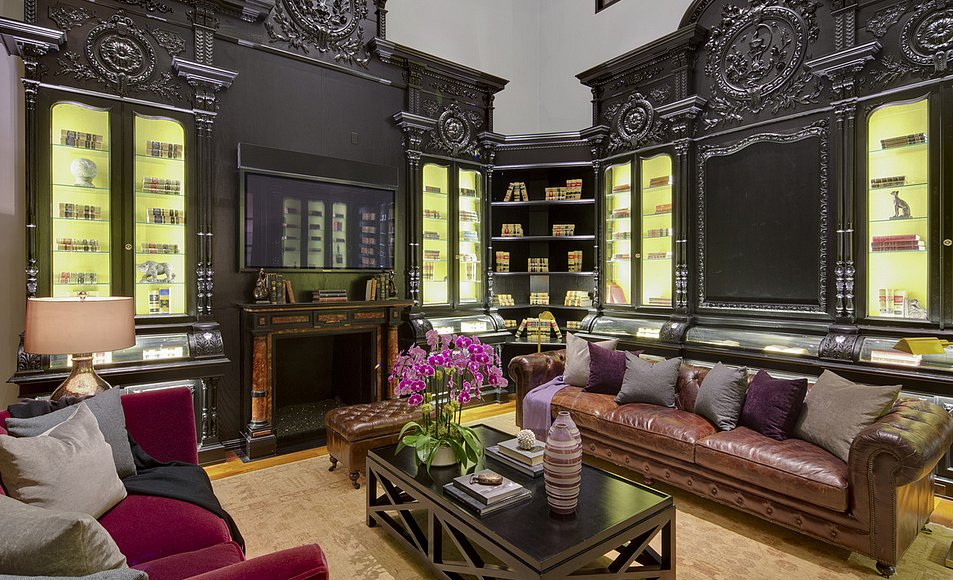 Another glimpse at the European-inspired decor.  Source: Lynn Teschner