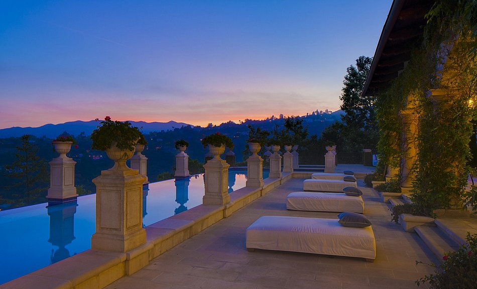 The infinity pool is one of the home's many selling points.  Source: Lynn Teschner