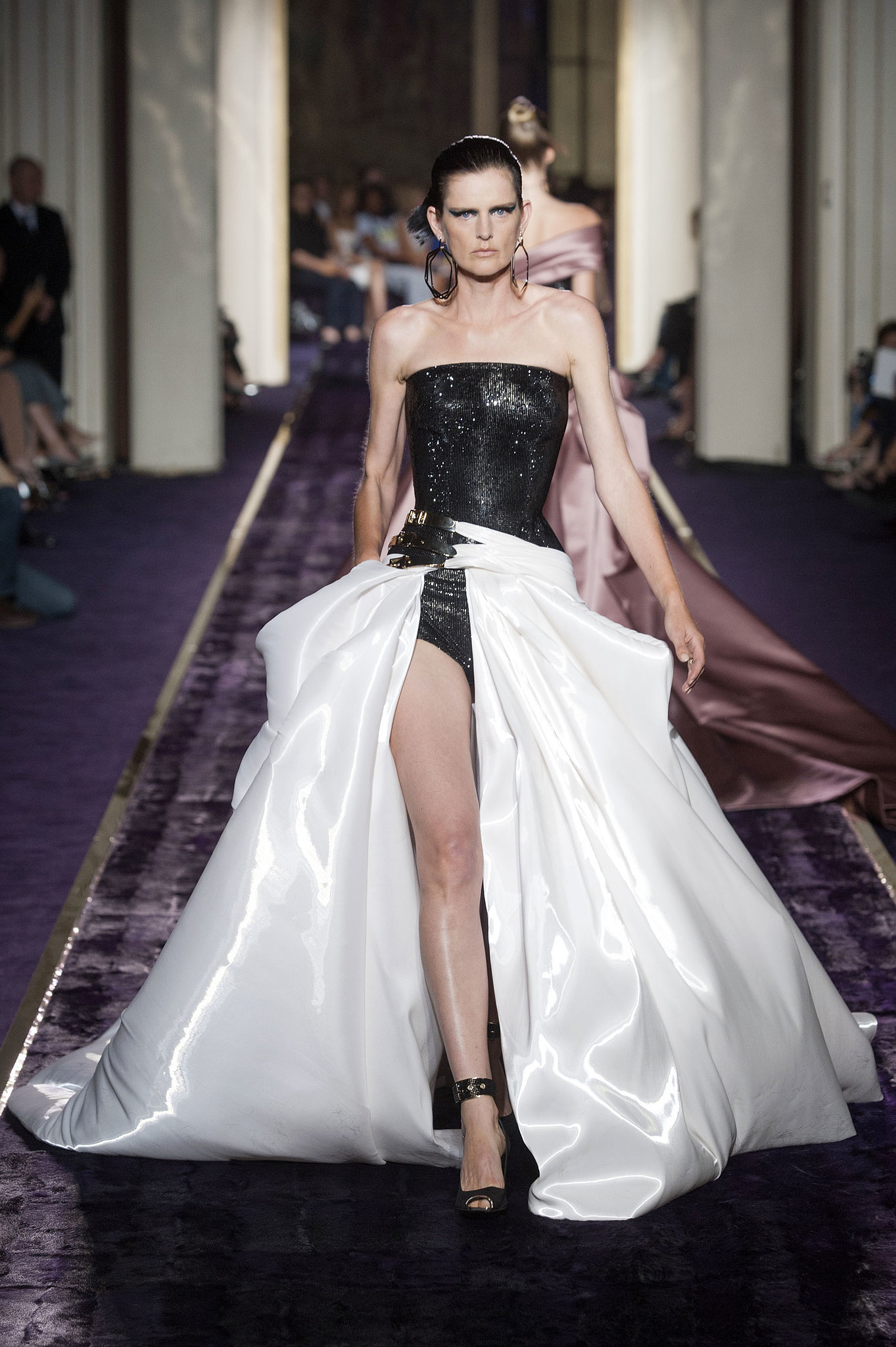 Atelier versace haute couture fall 2014 jennifer lopez for Haute couture atelier
