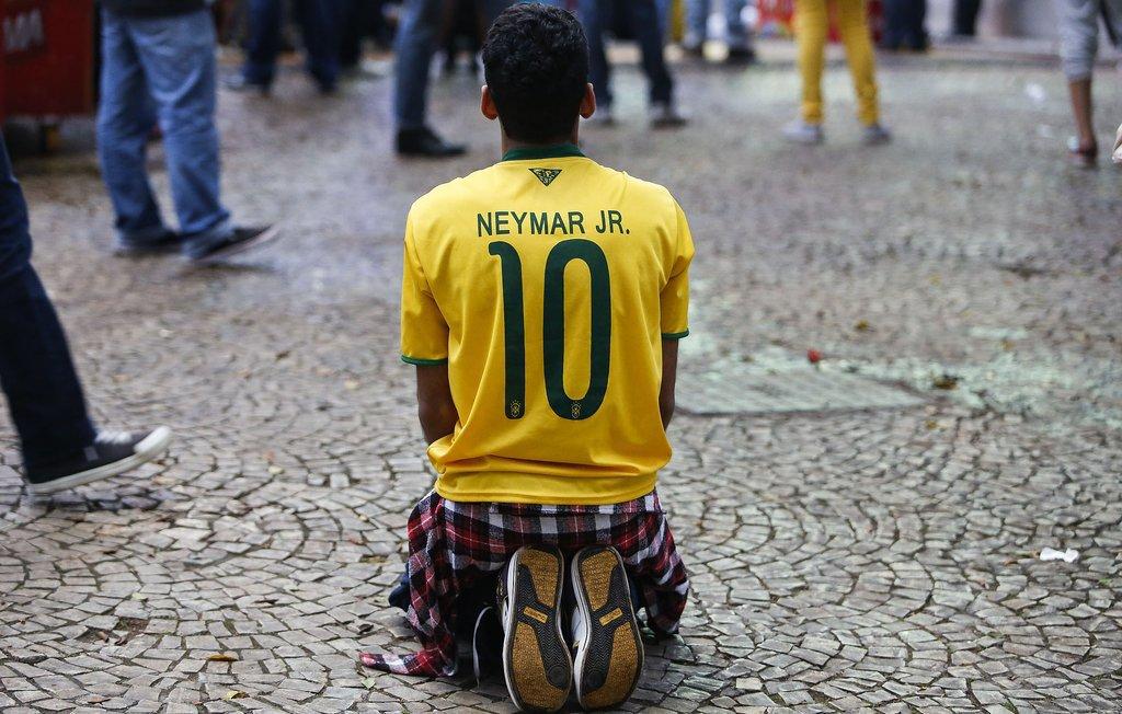 This Kneeling Fan