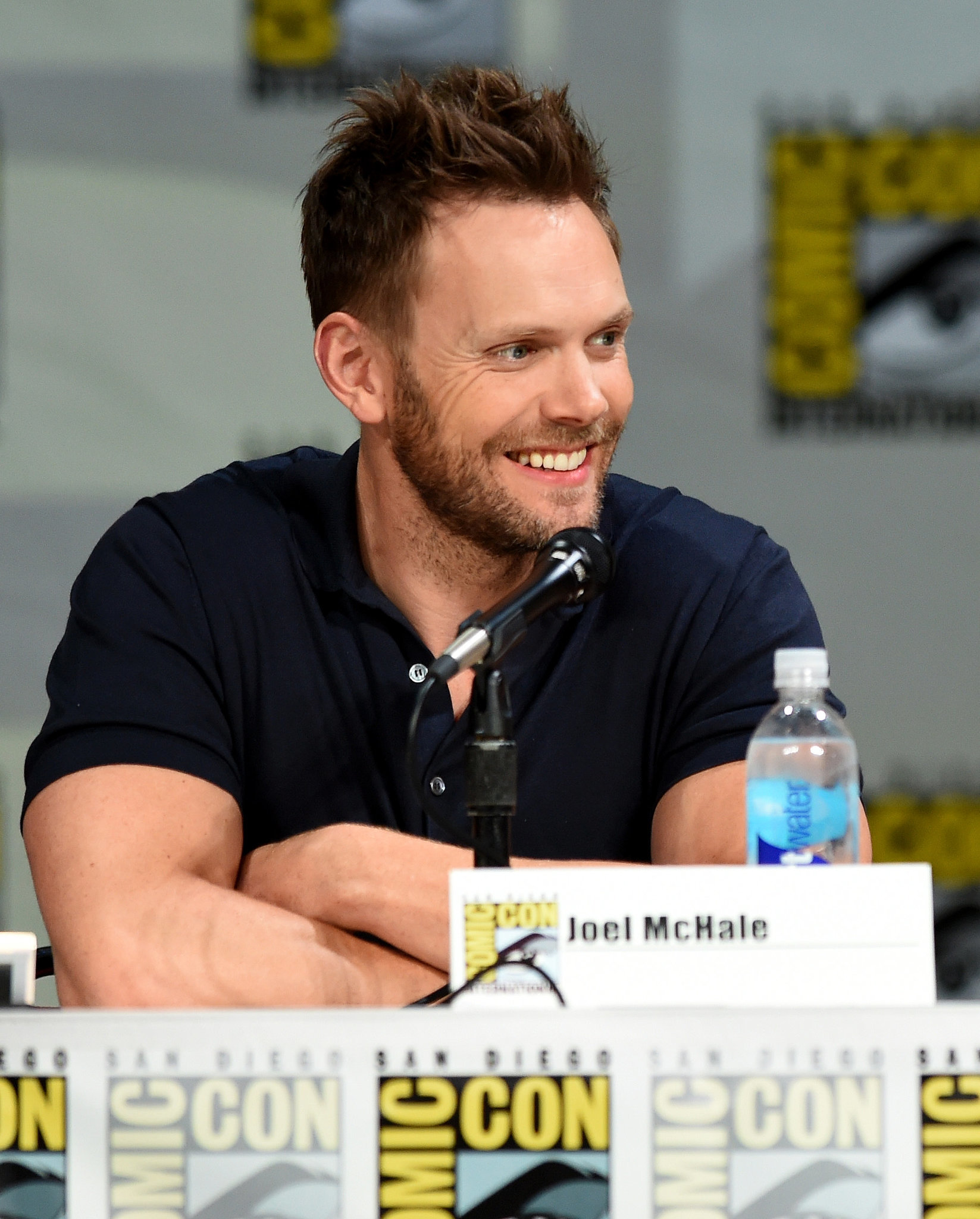 Joel McHale Proved Comedians Can Also Be Beefy