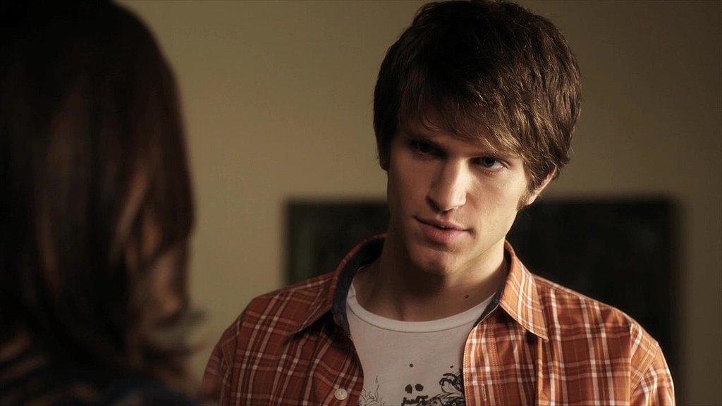 Toby Cavanaugh (Keegan Allen)