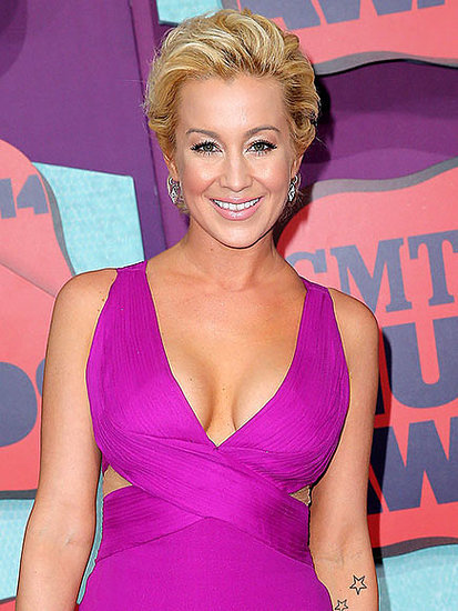 Kellie Pickler Gets Her Feline Fix by Helping Feed the Poor House Cats of New York