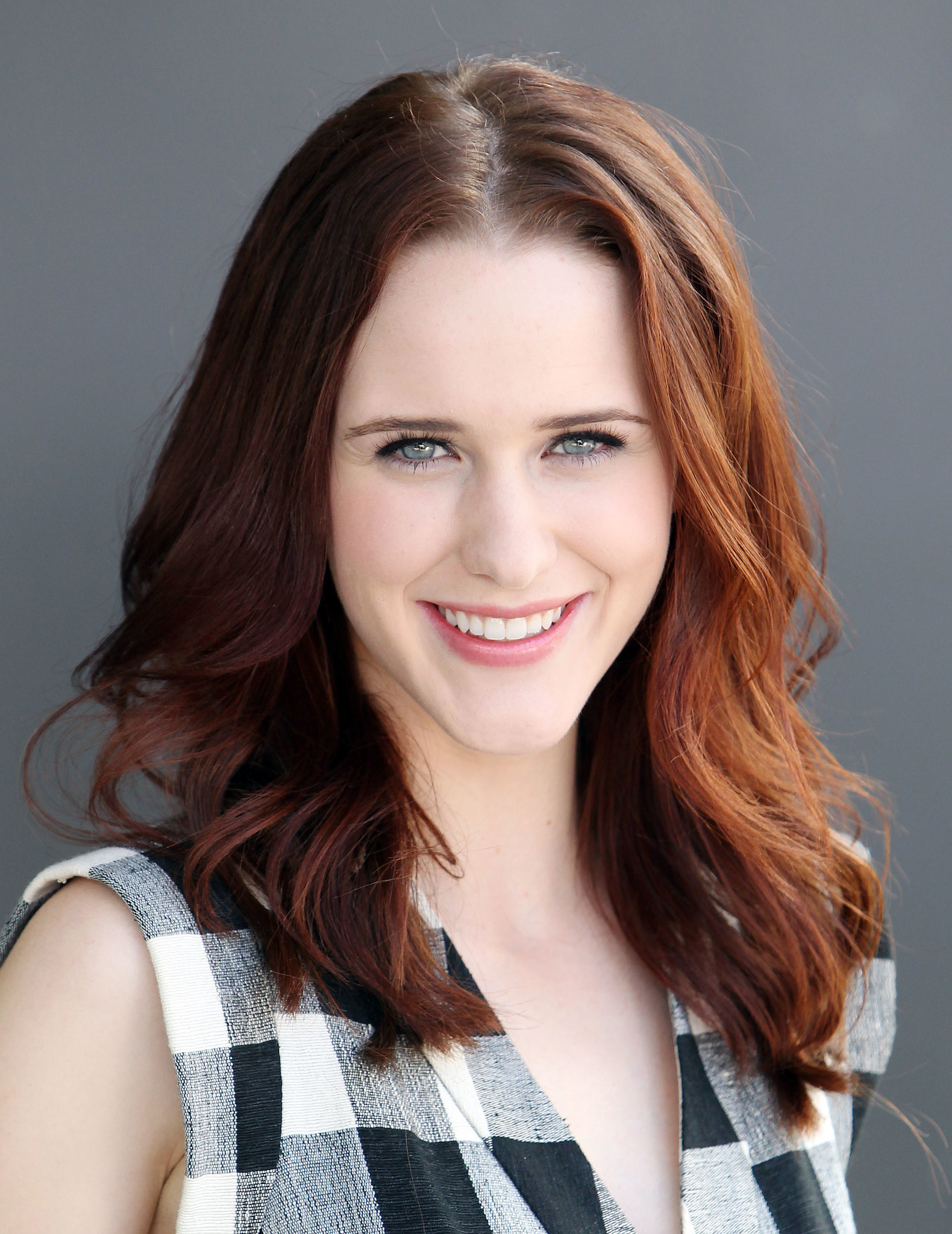 The 27-year old daughter of father Randy Brosnahan and mother Anna Brosnahan, 155 cm tall Rachel Brosnahan in 2017 photo