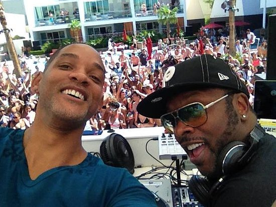"""Summer Is Complete — Will Smith Performed """"Summertime"""" With DJ Jazzy Jeff"""