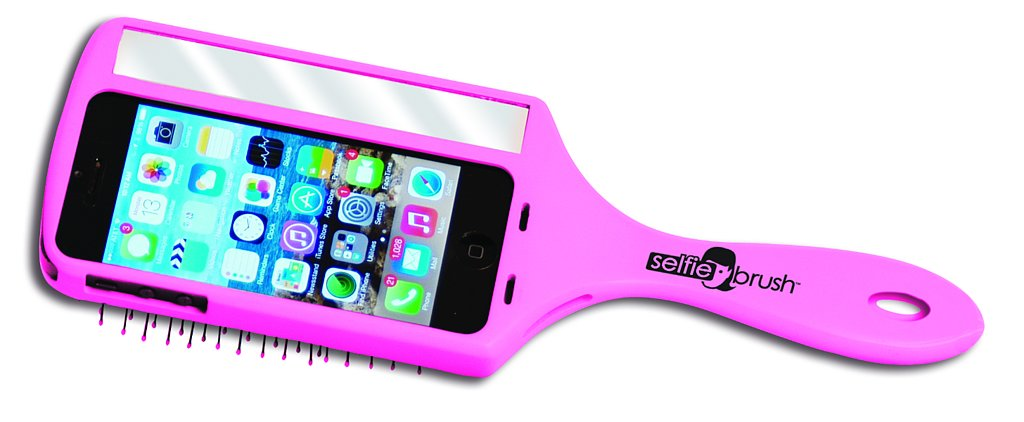 Take Your Best Selfie With This Phone Case/Brush Hybrid