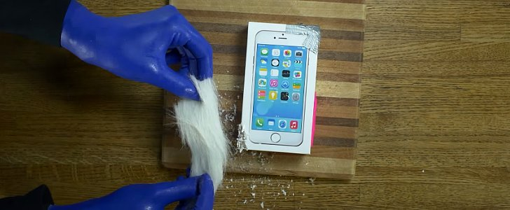 Blue Man Group Made the Most Fabulous iPhone 6 Unboxing Video