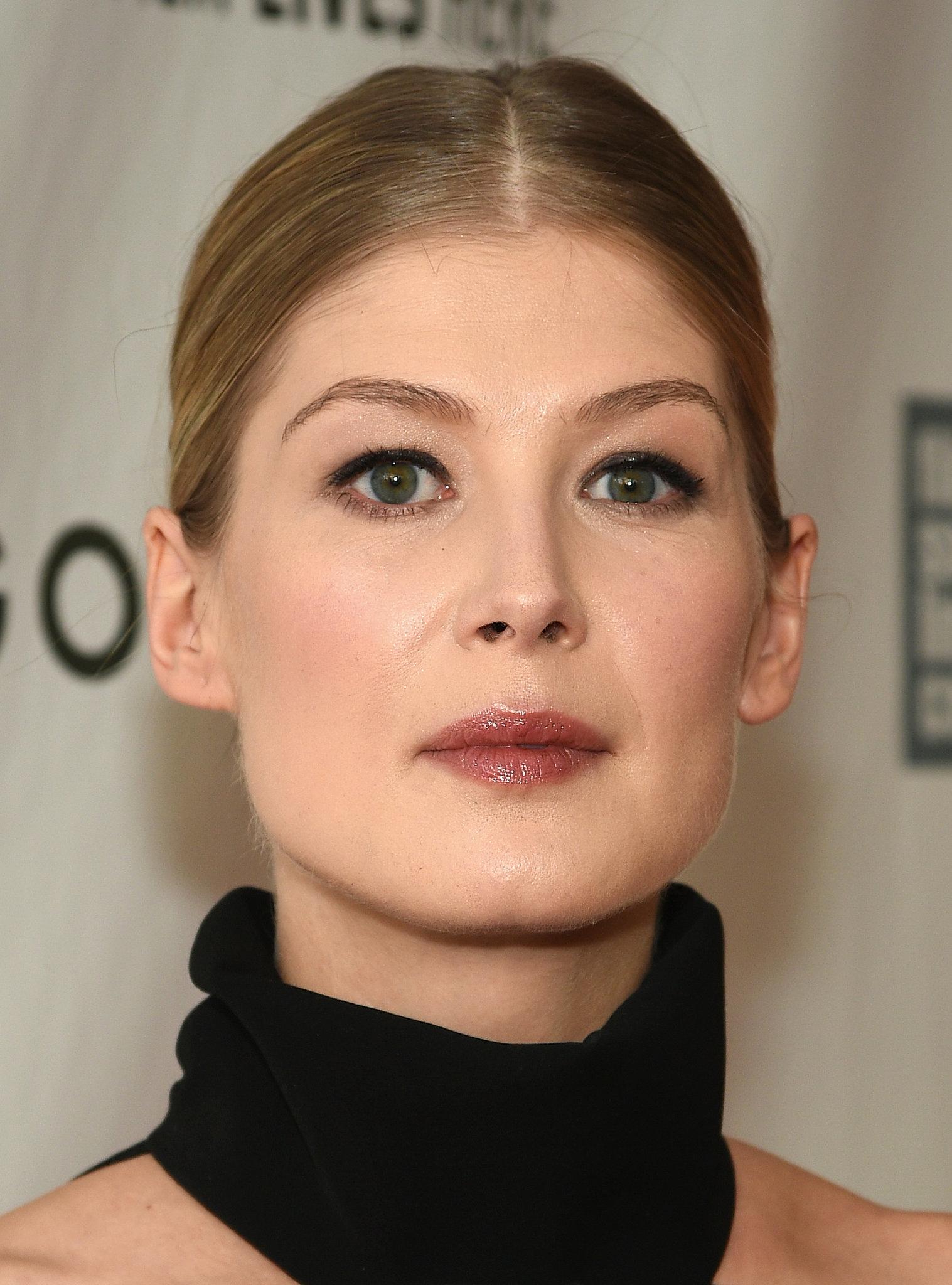 Rosamund Pike's Makeup...