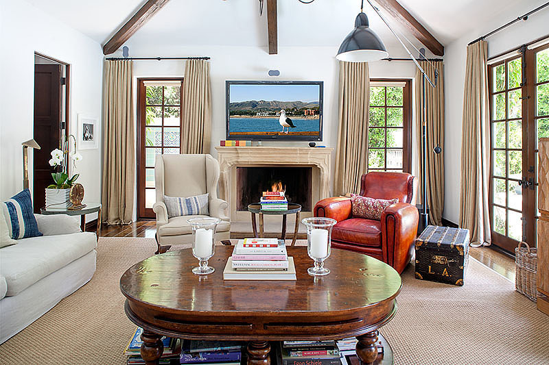 Loads of light floods into the windows of the family room. Source: David Offer Fine Homes