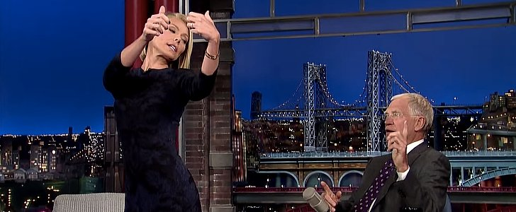"""Kelly Ripa's Hilarious """"Butt Selfie"""" Incident Will Make You Cringe"""