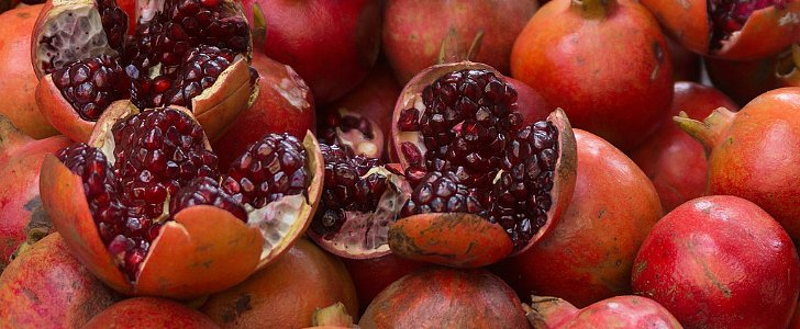 Do You Eat the Seeds of Pomegranates?