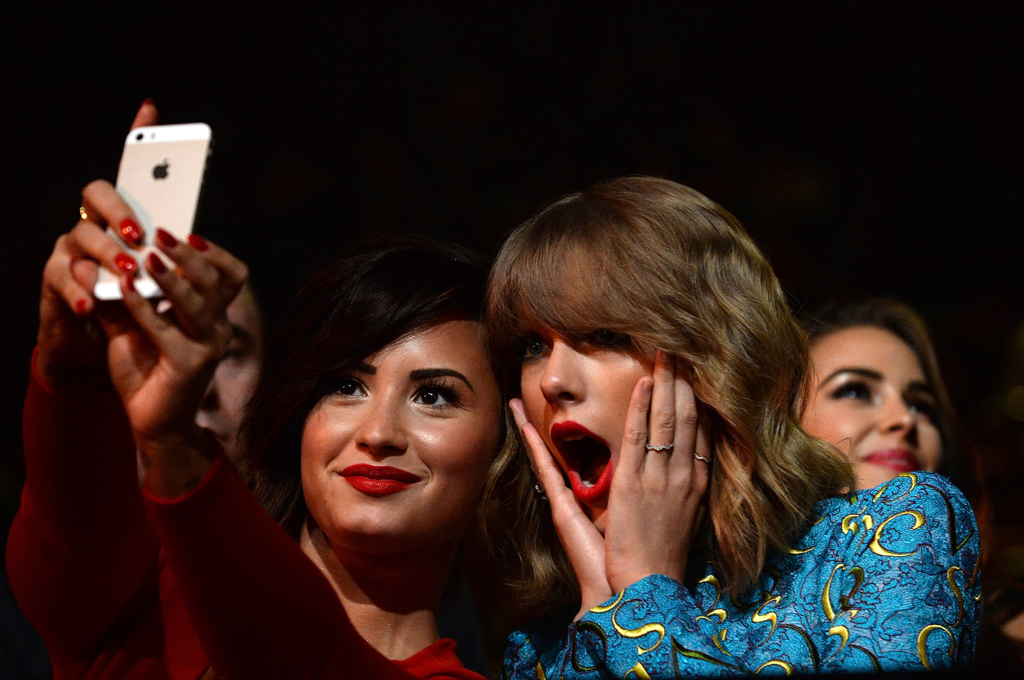She took a surprised selfie with Demi Lovato at the MTV VMAs in August 2014.