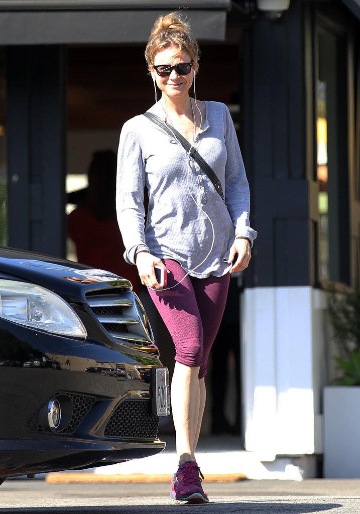Renee Zellweger Happy Leaving the Gym | POPSUGAR Fitness