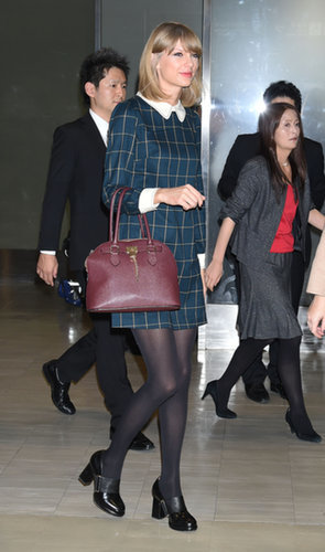 Traveling doesn't mean compromising your style. Taylor Swift certainly didn't when she arrived at the airport in Tokyo.