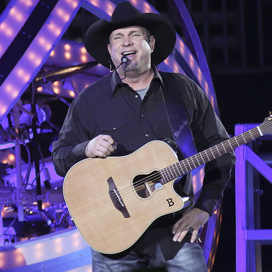 Garth Brooks Serenades a Fan in Minneapolis | Video