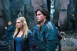 'The 100' Mid-Season Finale: Eliza Taylor Teases 5 Things about 'Spacewalker'