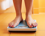 Stepping on the Scale <em>This</em> Often Could Boost Weight-Loss Results