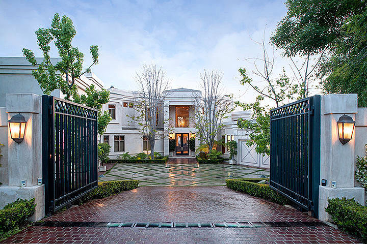 Dr. Dre Sells his Los Angeles Mansion for Whopping $32.5 Million!