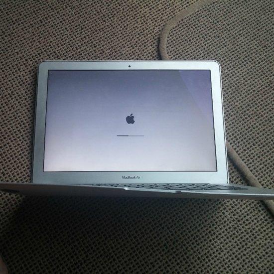 MacBook Air Survived Airplane Fall