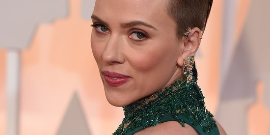 New Mom Scarlett Johansson Wows At The Oscars