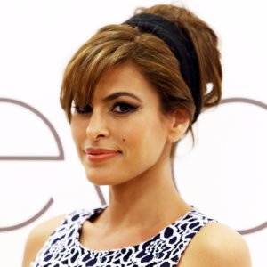 How Eva Mendes Keeps Ryan Gosling Happy