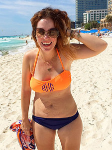 Mom of 3 (with Stretch Marks) Posts Inspirational Bikini Photo - and It Goes Viral