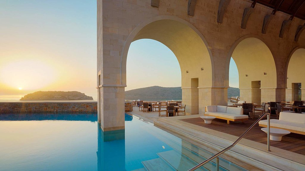 The world 39 s best hotel pools popsugar home for Best hotel pools