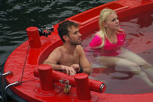 'The Amazing Race' Recap: Hot Tubs and Missing Shoes Confuse the Teams in Amsterdam