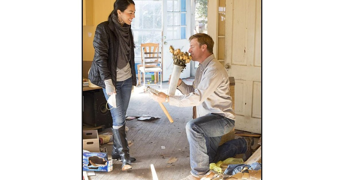 chip knew joanna was the one when he saw her in a photo 16 things you didn 39 t know about. Black Bedroom Furniture Sets. Home Design Ideas