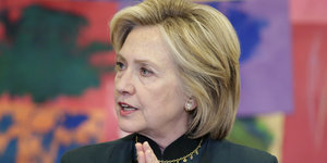 Hillary Clinton Blasts GOP Rivals For Opposing Equal Pay: 'What Century Are They Living In?'
