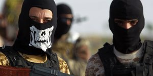 Syrian Christian Fighter Reportedly Beheads ISIS Militant In Revenge Killing