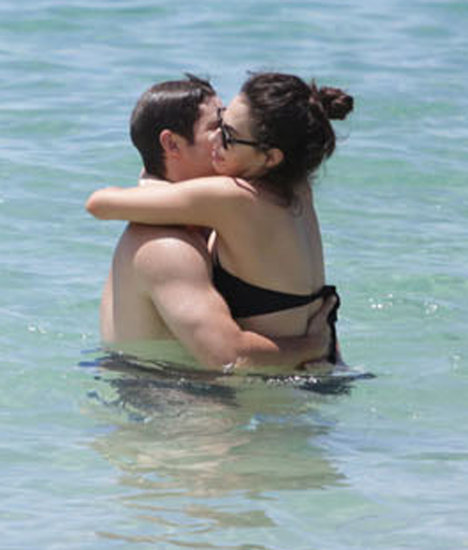 Shirtless Adam DeVine Shows PDA in Hawaii | Pictures