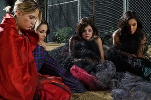 'Pretty Little Liars' Season 6 Premiere Recap: What Happened to the Liars in Charles' Bunker?